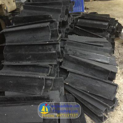 vách ngăn, gầu băng tải cao su (4)